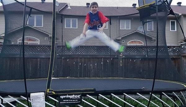 Springfree Trampoline Kids Jumping 1